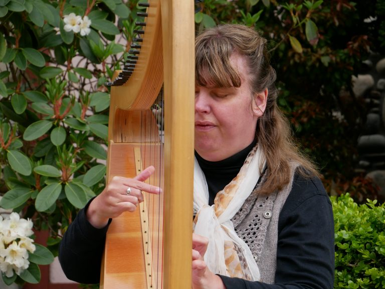 Accomplished harpist's 'serendipitous' path brings her to Qualicum Beach